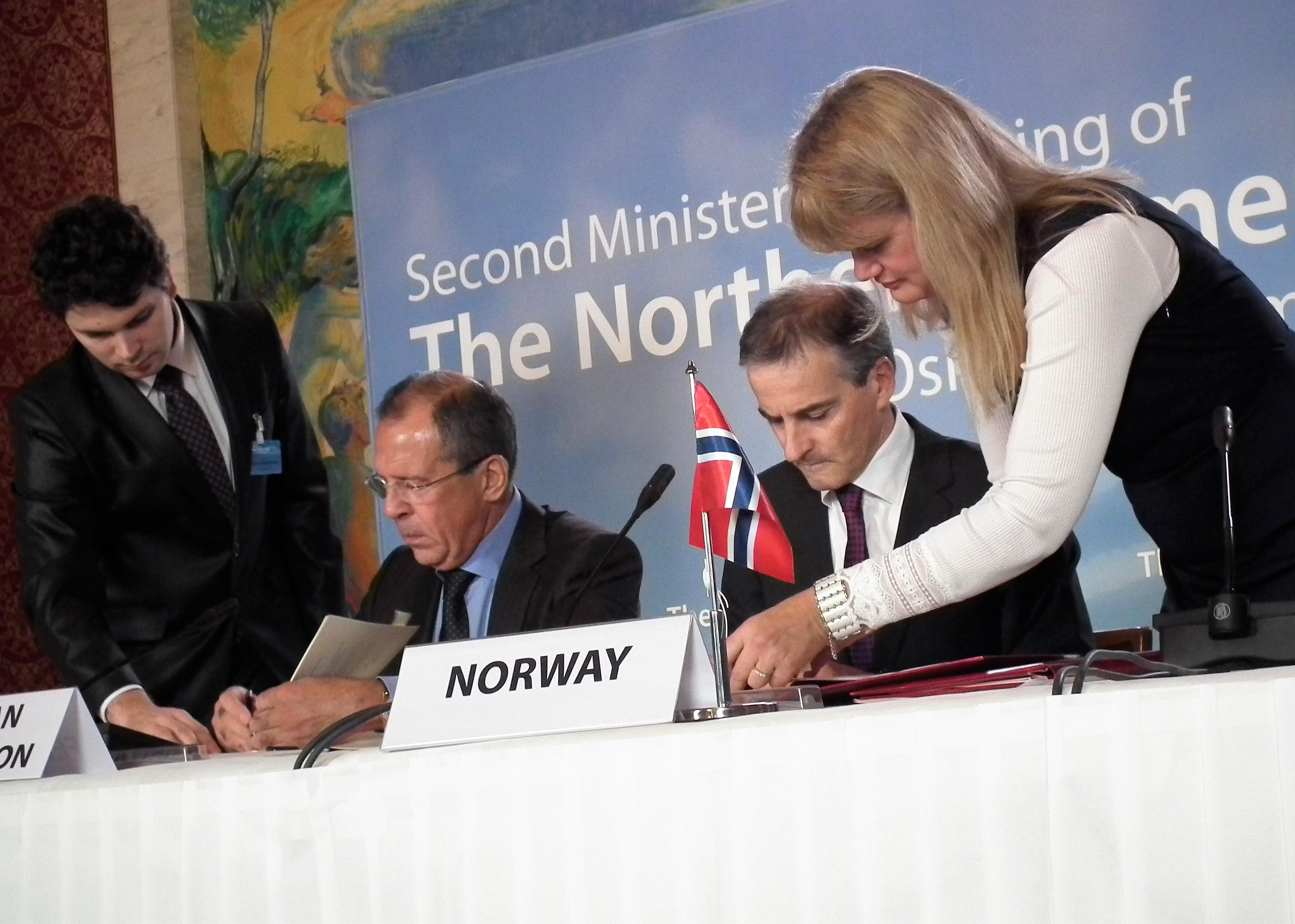 Lavrov och Støre kallar gränsavtalet litet men viktigt