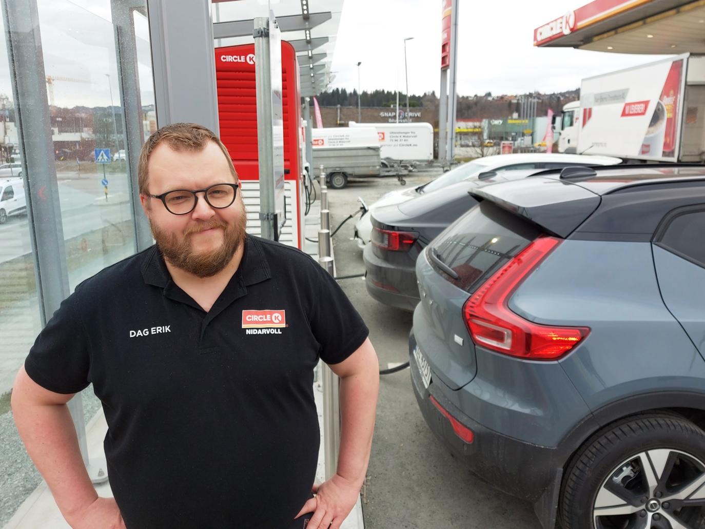 Elektriske biler kan parkere flere bensinstasjoner